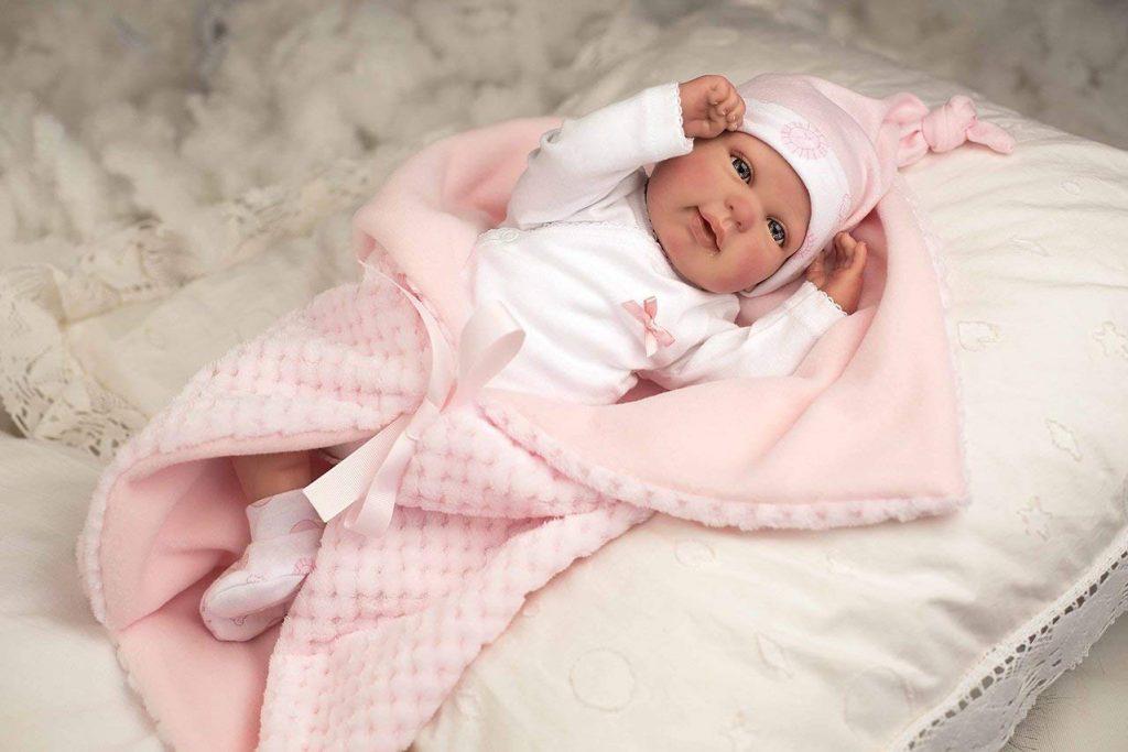 Dieses Baby wie ein echtes Baby kommt mit einer Decke.