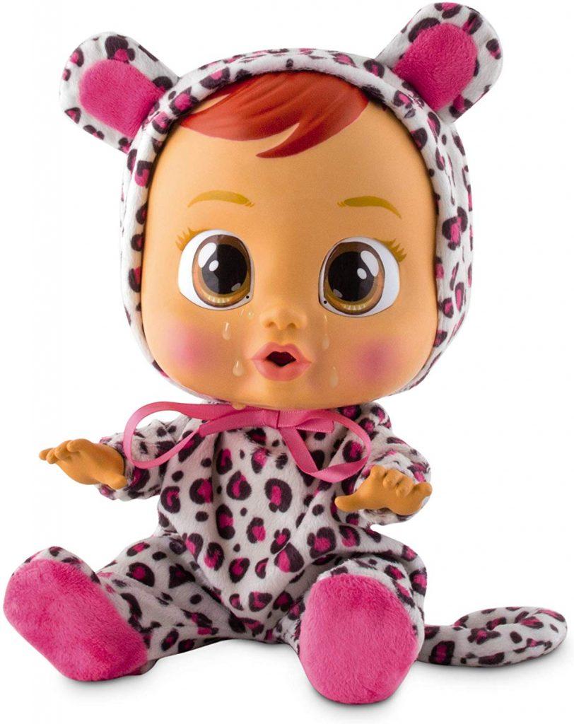 Cry babies Lea a des vêtements style leopard.