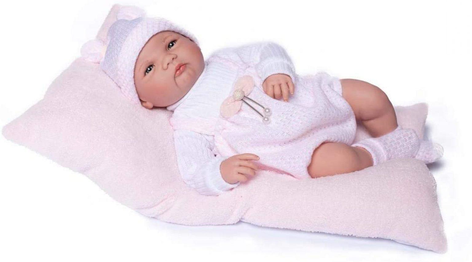 Die reborn Puppe Elsa hat offene und fixierte Augen.