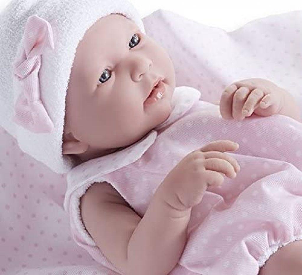 Dieses reborn baby Mädchen misst etwa 43 cm.