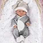 Diese wiedergeborene Vollence-Puppe ist 36 Zentimeter groß.